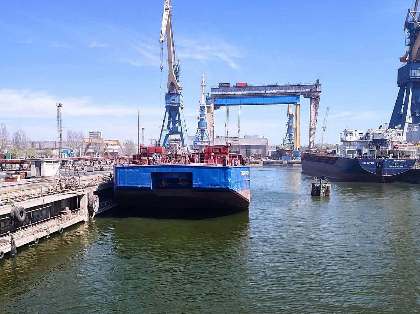 Ремонт барж «Дніпро 101» та «Дніпро 102» на «Океані»