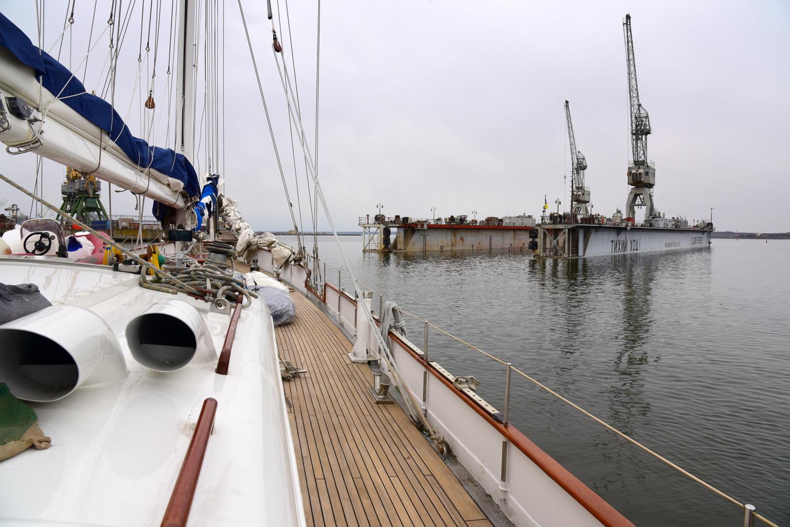 Експедиционная яхта ATALANTE стала в док «Океана»