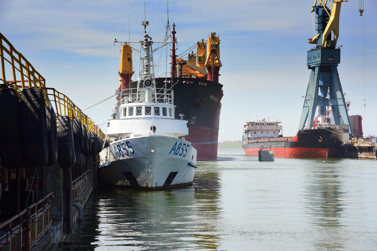 Учебный катер «Південний» зашел для ремонта на Судостроительный завод «Океан»
